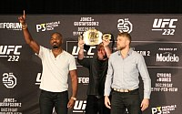 Pictures: UFC 232 Pre-Fight Press Conference